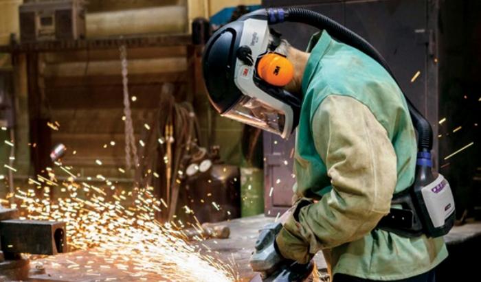 worker wearing versaflo gear